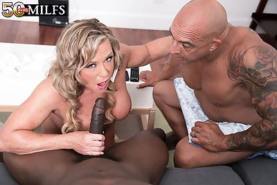 Hot mature lady Missy..