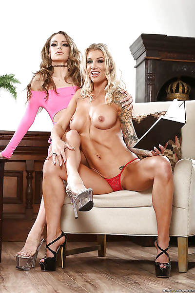 Horny blondes Synthia Fixx..