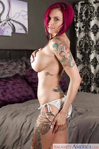 Tattooed MILF Anna Bell..