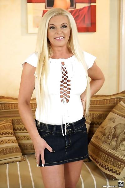 Mature blonde Franny gives..
