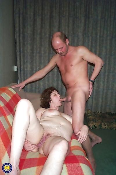 Mature lady sticks a double..