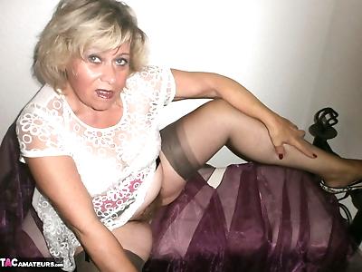 Kinky amateur mature woman..