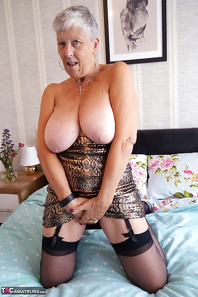 Short haired granny Savana..