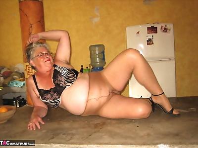 Fat oma Girdle Goddess..