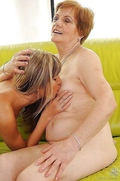Filthy granny has some pussy..