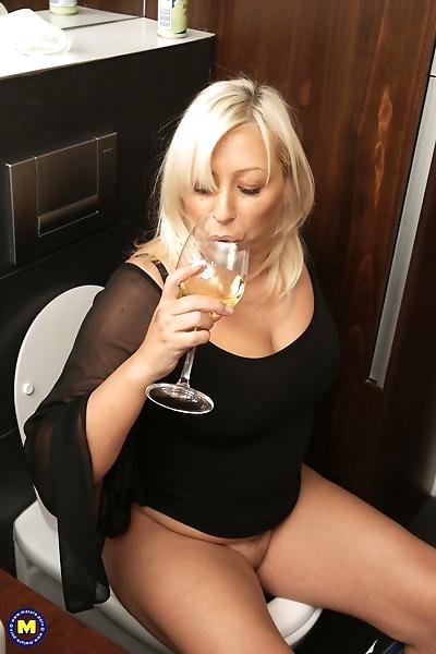 Blonde mature Kirsa shows..