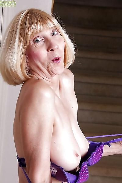 Leggy grandma Bossy Ryder..