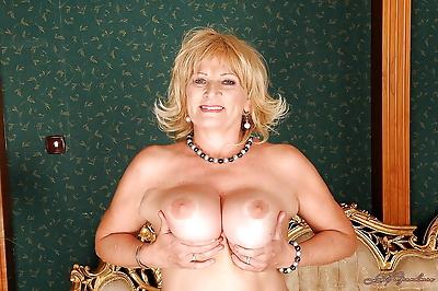 Curvy granny in stockings..