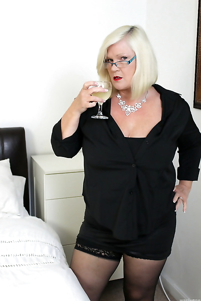 Blonde granny Lacey Starr on..