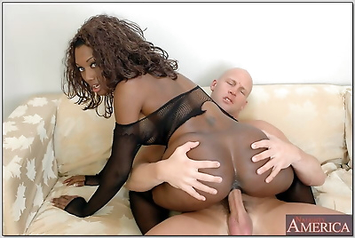 Bubble butted ebony Nyomi..