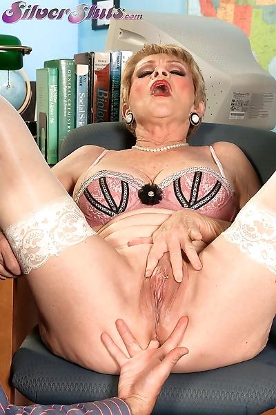 Granny Lin Boyde seduces a..