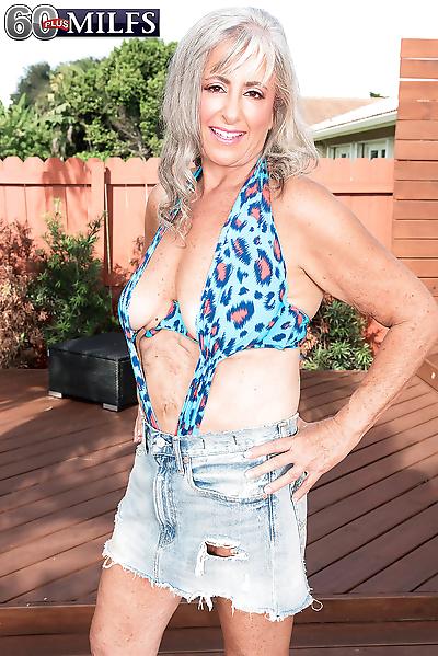 Hot horny granny Silva Foxx..
