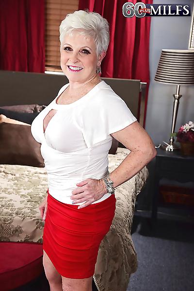 Horny granny Jewel seduces a..