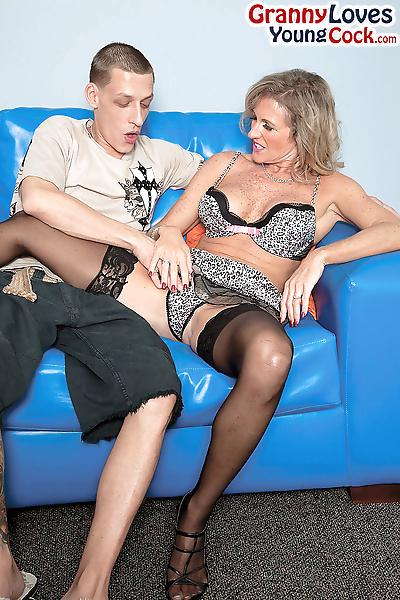 Naughty cougar Jade seduces..