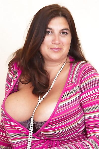 Big breasted mama getting..