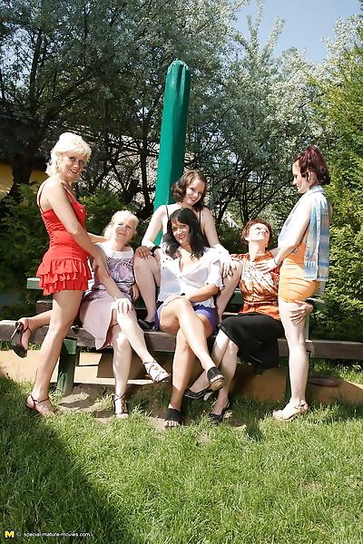 Шесть старый и молодой лесбиянки