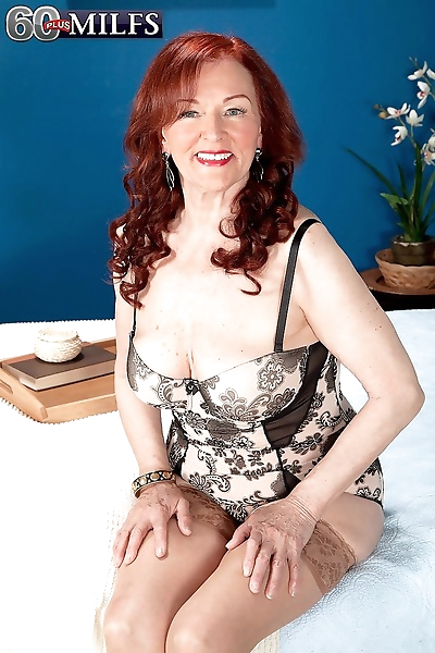 Redhead mom riding cock in..
