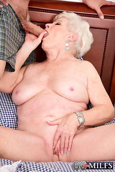Chubby granny goes really..