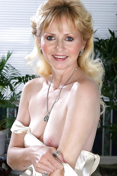 Hot grandma lynn spreads her..