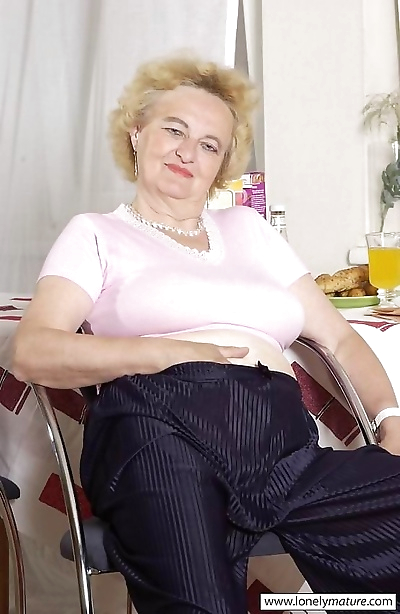 Hairy granny shows her..