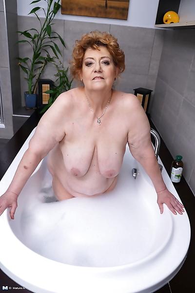 Big mature lady getting a..