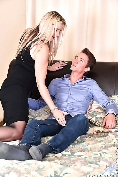 Sexy cougar Velvet Skye gets..