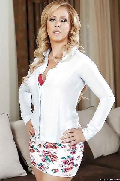 Sexy blonde MILF Cherie..