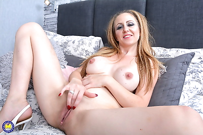 Mature mom with big knockers..