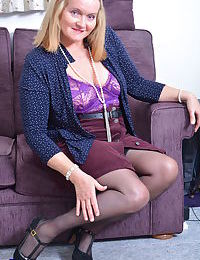 British mature lady playing on the couch - part 1900