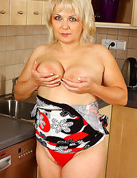 Sexy 50 year old czech granny shows off her kitchen skills nude - part 2046