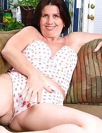 Old babes, moms and milfs, mature women and senior ladies in action at kinky mat - part 898