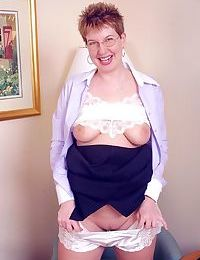 Mom sunny strips off and shows all - part 4453