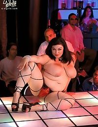 Chubby babes teasing in big girl strip club - part 4062