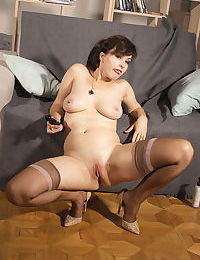Dark haired woman uncups natural tits before shaving her pussy in nylons
