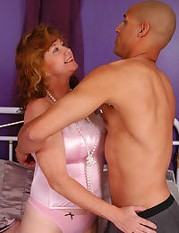 Chubby mom goes down on a thick meaty pole for cum on her face