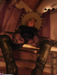 Slutty mature witch Caro looks super sexy in her black boots and pantyhose
